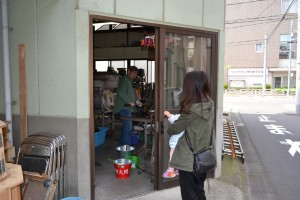 猿江ガラスさんの入り口